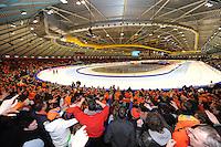 SCHAATSEN: HEERENVEEN: IJsstadion Thialf, overzicht ijsbaan, 2011, publiek, ©foto Martin de Jong