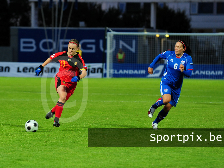 Iceland : UEFA Women's Euro Qualifying group stage (Group 3) - 21/09/2011 - 21:30CET (19:30 local time) - Laugardalsvöllur - Reykjavik : ICELAND (ijsland) - BELGIUM ( Belgie) : Stefanie Van Broeck aan de bal voor Holmfridur Magnusdottir..foto DAVID CATRY / Vrouwenteam.be