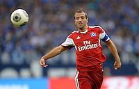 FUSSBALL   1. BUNDESLIGA   SAISON 2013/2014   1. SPIELTAG FC Schalke 04 - Hamburger SV          11.08.2013 Rafael van der Vaart (Hamburger SV)  am Ball