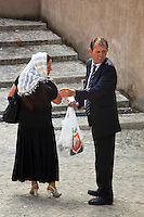 Italy. Lazio region. Tivoli. A romanian couple stands outside out the churche aftzer the orthodox sunday mass. Romanian immigration. Tivoli is a town and comune in the province of Rome. 25.09.2011 © 2011 Didier Ruef