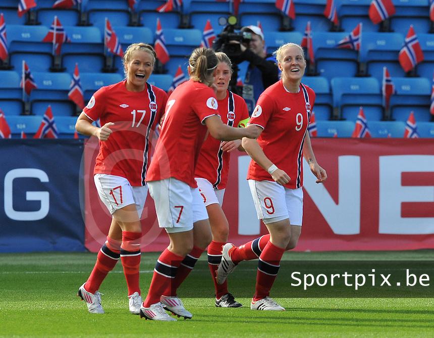 Norway : UEFA Women's Euro Qualifying group stage (Group 3) - 15/09/2012  - Oslo - Ullevaal Stadion : Norway  (Noorwegen) - BELGIUM ( Belgie) : vreugde bij Noorwegen na de 2-0 van Isabell Herlovsen.foto DAVID CATRY / Vrouwenteam.be