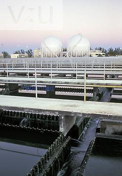 Final settling tanks and methane storage spheres for methane generated from anaerobic sludge digestion in a pure oxygen and modified activated sludge wastewater treatment plant, Florida, USA.
