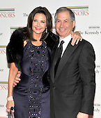 Washington, DC - December 5, 2009 -- Lynda Carter and Robert Altman arrive for the formal Artist's Dinner at the United States Department of State in Washington, D.C. on Saturday, December 5, 2009..Credit: Ron Sachs / CNP.(RESTRICTION: NO New York or New Jersey Newspapers or newspapers within a 75 mile radius of New York City)