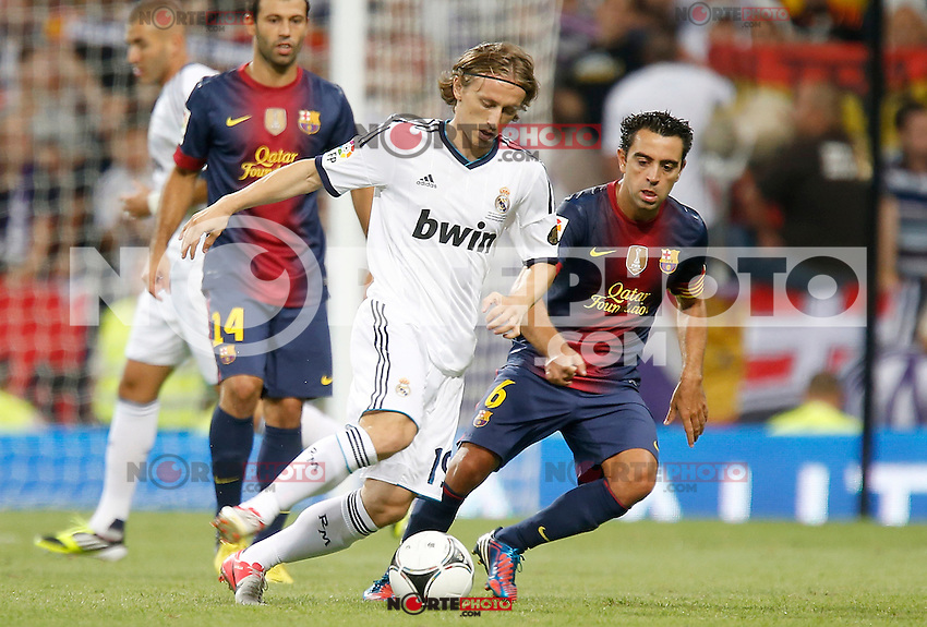 Real Madrid's Luka Modric against Barcelona's Xavi Hernandez during Super Cup match. August 29, 2012. (ALTERPHOTOS/Alvaro Hernandez). /NortePhoto.com<br />