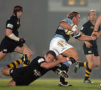 2005/06 Powergen Cup, London Wasps vs Cardiff Blues,  Wasps Joe Worsley hangs on to Andy Powells legs as the Blues attack in the first half. Causeway Stadium, Wycome, ENGLAND, 07.10.2005   © Peter Spurrier/Intersport Images - email images@intersport-images..   [Mandatory Credit, Peter Spurier/ Intersport Images].