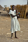 A displaced woman and her child in Agok, a town in the contested Abyei region on the border between Sudan and South Sudan, where tens of thousands of people fled in 2011 after an attack by soldiers and militias from the northern Republic of Sudan on most parts of Abyei. .