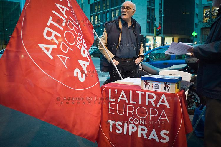 Banchetti raccolta firma del candidato Tsipras, l'altra Europa, a Milano nell'uscita della fermata Metro in Moscova. 21 MArzo 2014. Photo: Adamo Di Loreto/BuenaVista*photo