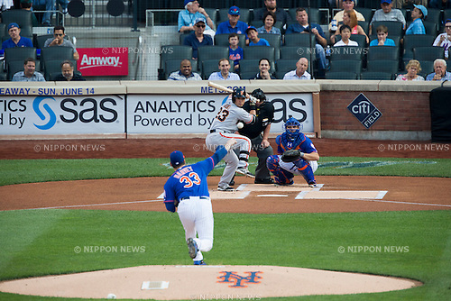 (F-B) Matt Harvey (Mets), Norichika Aoki (Giants), JUNE 10, 2015 - MLB : Matt Harvey of the New York Mets pitches to Nori Aoki of the San Francisco Giants during the Major League Baseball game at Citi Field in Flushing, New York, United States. (Photo by Thomas Anderson/AFLO) (JAPANESE NEWSPAPER OUT)