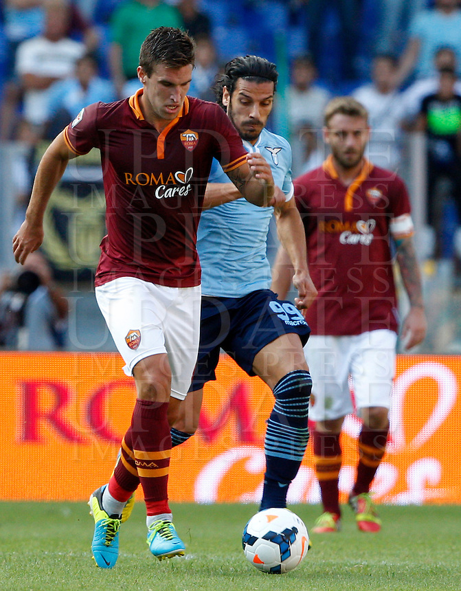 Calcio, Serie A: Roma vs Lazio. Roma, stadio Olimpico, 22 settembre 2013.<br /> AS Roma midfielder Kevin Strootman, of the Netherlands, left, is chased by Lazio forward Sergio Floccari during the Italian Serie A football match between AS Roma and Lazio, at Rome's Olympic stadium, 22 September 2013.<br /> UPDATE IMAGES PRESS/Riccardo De Luca