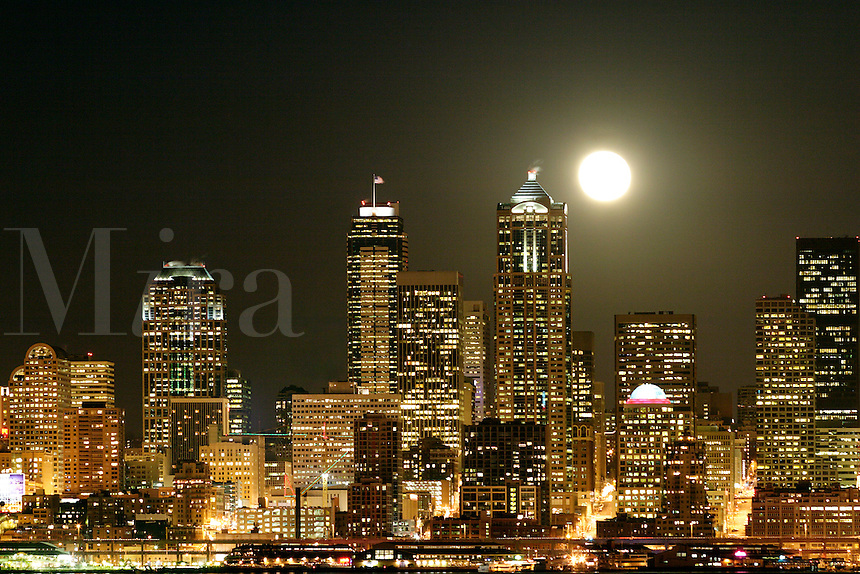 Full Moon Seattle Washington Full Moon Rising Over Seattle