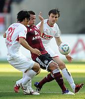 FUSSBALL   1. BUNDESLIGA  SAISON 2011/2012   10. Spieltag 1 FC Nuernberg - VfB Stuttgart         22.10.2011 Shinji Okazaki (li, VfB Stuttgart) gegen Robert Mak (Mitte, 1 FC Nuernberg) gegen William Kvist (VfB Stuttgart)