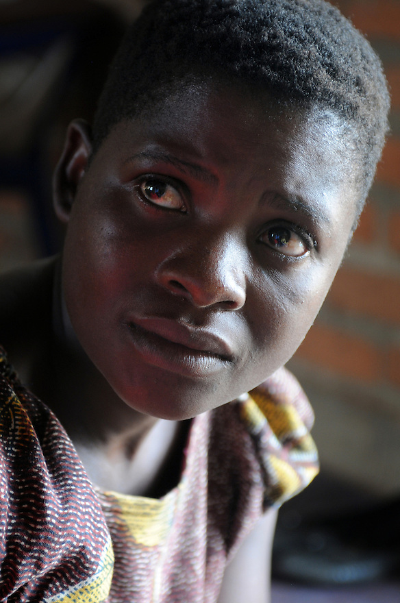 BERTHA CHIKAOUDA WHO LIVES IN THE VILLAGE OF KASARIKA, NEAR LUCHENZA, MALAWI. KASARIKA IS AN AIDS COMMUNITY WHICH CARES FOR 45 AIDS WIDOWS AND 111 AIDS ORPHANS. PICTURE BY CLARE KENDALL. 2/11/12