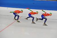 SCHAATSEN: BERLIJN: Sportforum, 08-12-2013, Essent ISU World Cup, Team Pursuit Ladies,  Jorien ter Mors, Marrit Leenstra, Ireen Wüst (NED), ©foto Martin de Jong