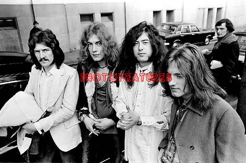 led-zeppelin-70-076a.jpg