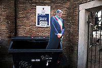 Roma 22 febbraio 2011.Protesta dei Centri sociali  in  Action contro i tagli alla cultura della giunta Alemanno e la possibile chiusura della Casa del Jazz. La sagome del sindaco Alemanno in un cassonetto della spazzatura