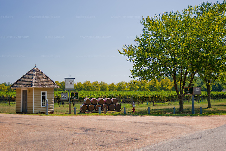 The entrance to Williamsburg Winery has all the telltales; you know it when you get there.