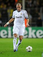FUSSBALL   CHAMPIONS LEAGUE   SAISON 2012/2013   GRUPPENPHASE   Borussia Dortmund - Real Madrid                                 24.10.2012 Pepe (Real Madrid) Einzelaktion am Ball