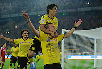 Fussball Bundesliga Saison 2011/2012 1. Spieltag Borussia Dortmund - Hamburger SV V.l.: Kevin GROSSKREUTZ (BVB) jubelt nach seinem Tor zum 3:0 mit Shinji KAGAWA (BVB).
