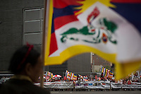 A Dalai Lama supporter holds a tibetian flag while Shugden Community members and American tibetans take part in a protest regarding religious intolerance against their Buddhist community while the Dalai Lama visits New York. 07.09.2015. Eduardo MunozAlvarez/VIEWpress.