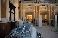 Ufficio postale ancora con le macerie del terremoto del 2009.Post office still with the rubble of the earthquake of 2009.