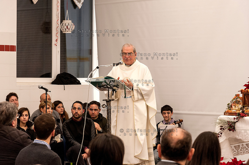 """ROME, ITALY -  DECEMBER 24:  Mons. Enrico Feroci director of Caritas Rome during  Christmas Mass at the hostel """"Don Luigi Di Liegro"""" to Termini Station, with the  guests of Caritas on December 24, 2016 in Rome, Italy. (Photo by Stefano Montesi/Corbis via Getty Images)"""