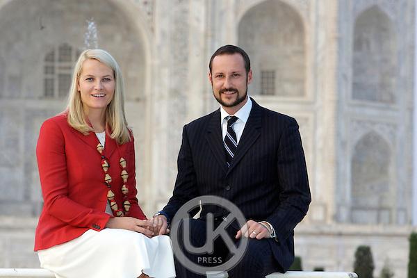 Crown Prince Haakon & Crown Princess Mette-Marit of Norway visit India. Visit to the Taj Mahal in Agra.