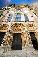 West facade with the Royal Portal of the gothic  Cathedral of Notre Dame, Chartres, France. . A UNESCO World Heritage Site.