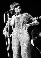 Helen Reddy performing in 1974. Credit: Ian Dickson/MediaPunch
