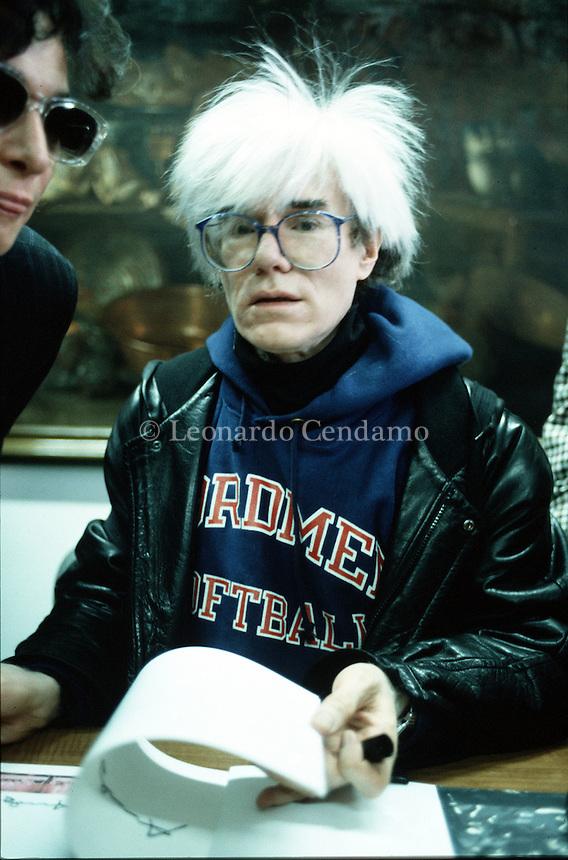 Andy Warhol, Inventore della Pop Art. Espone l'ultima Cena a Milano Palazzo ex Stelline, davanti al Refettorio di Santa Maria delle Grazie 1987. Milano, gennaio 1987. © Leonardo Céndamo