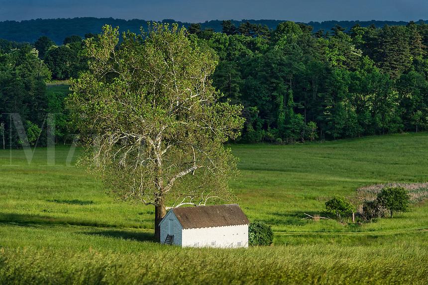 Rural spring house in lush pastoral landscape, Chester County ...: miraimages.photoshelter.com/image/i00002fkipgjr3zm