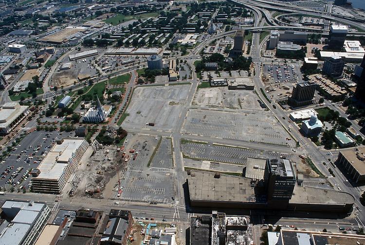 1996 August 15..Redevelopment..Macarthur Center.Downtown North (R-8)..LOOKING EAST...NEG#.NRHA#..