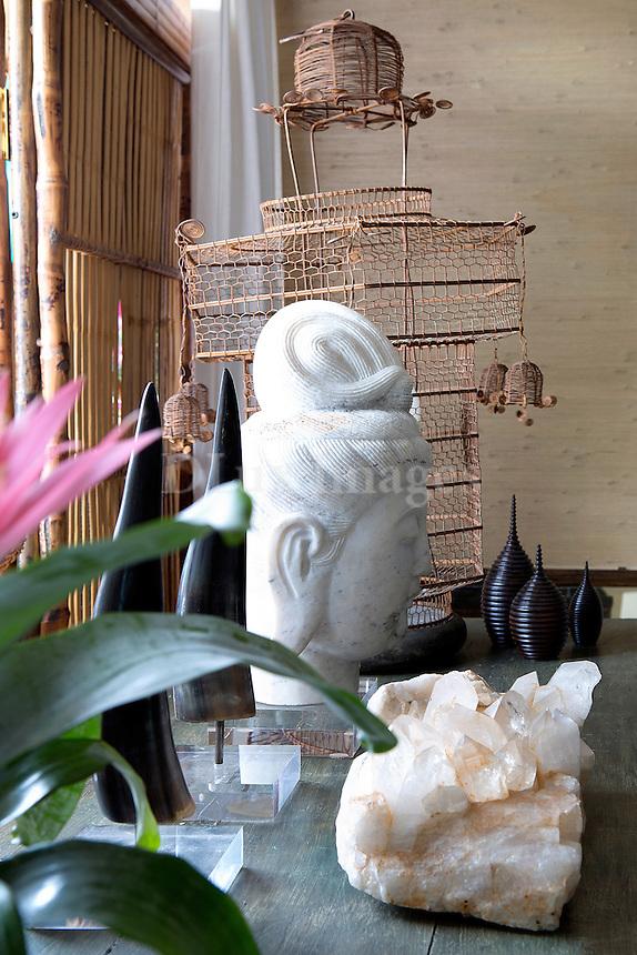 Sculpture artworks