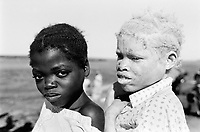 Angola. Province of Bié. Kuito. Belo Horizonte camp. Camp for displaced people due to the civil war between the Government and Unita. Daily life in the camp. Two young girls, one is an albino. © 2000 Didier Ruef