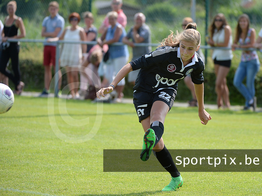 20150801 - WESTKAPELLE , BELGIUM : Gent's Marie Minnaert pictured during a friendly soccer match with the women team of AA Gent Ladies , during the preparation for the 2015-2016 SUPERLEAGUE season, Saturday 1 August 2015 . PHOTO DAVID CATRY