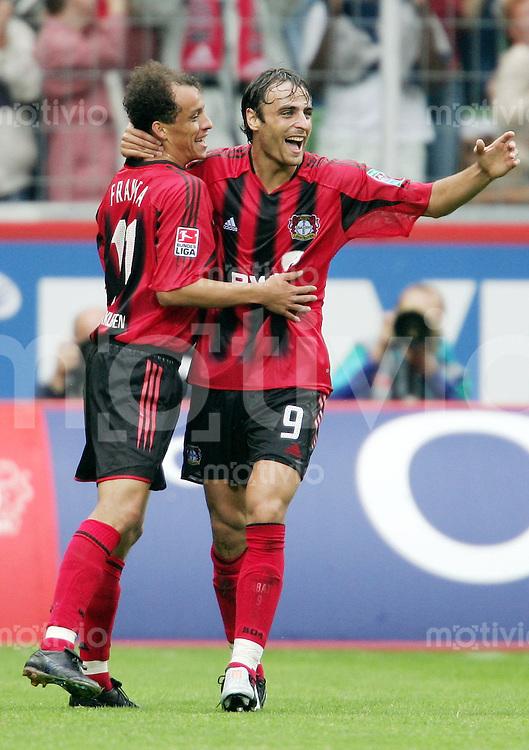 Fussball  1. Bundesliga Saison 2004/2005       3. Spieltag Bayer 04 Leverkusen - FC Bayern Muenchen 4:0  Leverkusener Jubel nach dem 4:0: FRANCA (li) und Dimitar BERBATOV (re)