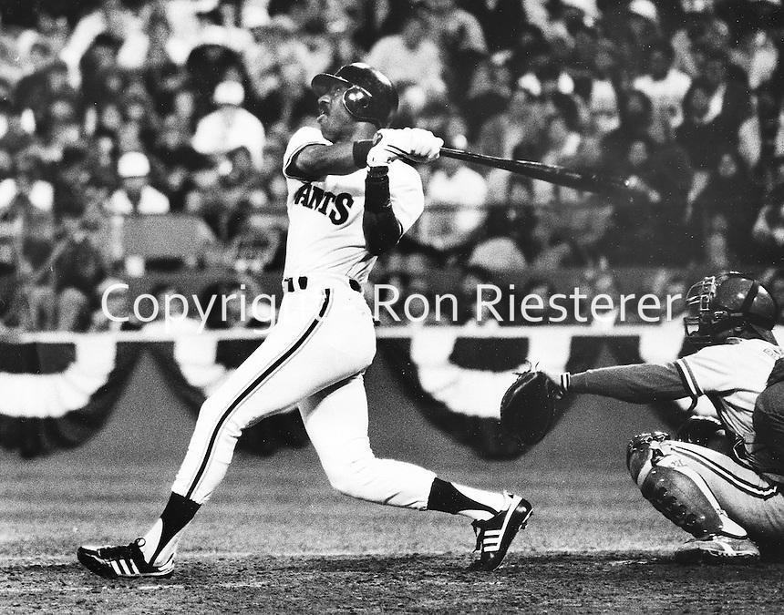 "Giants slugger Jeff ""Hackman"" Leonard. )1987 photo by Ron Riesterer"
