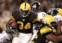 PITTSBURGH, PA - NOVEMBER 06:  Rashard Mendenhall #34 of the Pittsburgh Steelers runs into the endzone for a touchdown against the Baltimore Ravens during the game on November 6, 2011 at Heinz Field in Pittsburgh, Pennsylvania.  (Photo by Jared Wickerham/Getty Images)