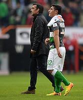 FUSSBALL   1. BUNDESLIGA   SAISON 2013/2014   9. SPIELTAG SV Werder Bremen - SC Freiburg                           19.10.2013 Trainer Robin Dutt und Oezkan Yildirim (v.l., beide SV Werder Bremen) sind nach dem Abpfiff enttaeuscht