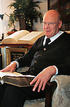 Foto: VidiPhoto<br /> <br /> OCHTEN - Interieur en exterieur van de kerk van de Oud Gereformeerde Gemeente in Nederland (OGGiN) in Ochtend. De kerk telt zo'n 450 zitplaatsen. De diensten worden op donderdagavond gehouden. De zondagse diensten hebben plaatsen in het oude (en kleinere) kerkje in IJzendoorn. Predikant is ds. G. Gerritsen
