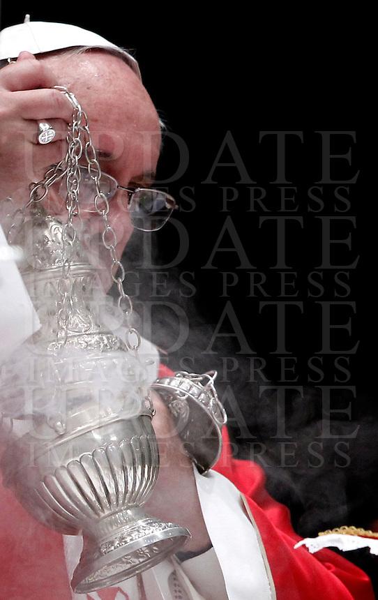 Papa Francesco celebra una messa in suffragio dei cardinali e vescovi defunti nel corso dell&rsquo;anno, nella Basilica di San Pietro, Citta' del Vaticano, 4 novembre 2013.<br /> Pope Francis celebrates a mass to commemorate bishops and cardinals deceased during the last year, in St. Peter's Basilica, Vatican, 4 November 2013. <br /> UPDATE IMAGES PRESS/Isabella Bonotto<br /> STRICTLY ONLY FOR EDITORIAL USE