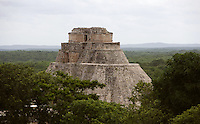 The Temple of the Magician or House of the Dwarf, c. 900 AD, Puuc architecture, Uxmal late classical Mayan site, flourished between 600-900 AD, Yucatan, Mexico Picture by Manuel Cohen