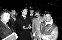 Roma  Novembre 1990.Ex Pastificio Pantanella occupato da centinaia di immigrati asiatici provenienti dal Pakistan e Bangladesh..Mazufar Ali Khan pakistano, detto Sher Khan  leader degli immigrati della pantanella,  Con l'assessore alle politiche sociali  del comune di Roma Giovanni  Azzaro in visita alla pantanella.Roma November 1990.Ex Pastificio Pantanella occupied by hundreds of Asian immigrants from Pakistan and Bangladesh..Mazufar Ali Khan of Pakistan, said Sher Khan, leader of the immigrants Pantanella, with the commissioner for social policies of the municipality of Rome Giovanni Azzaro, visiting the Pantanella
