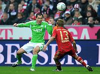 FUSSBALL   1. BUNDESLIGA  SAISON 2011/2012   19. Spieltag FC Bayern Muenchen - VfL Wolfsburg      28.01.2012 Marcel Schaefer (li, VfL Wolfsburg) gegen Rafinha (FC Bayern Muenchen)