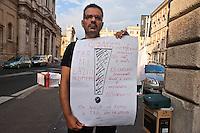 Roma 2 Ottobre 2010.Antonio Castoro,  carabiniere,durante lo sciopero della fame in via XX Settembre per chiedere giustizia dopo essere stato congedato,per peculato per una somma di 0,80 cents ,vinto il ricorso al Tar del Lazio con risarcimento, ma non ha mai ricevuto risposta dal ministero della Difesa
