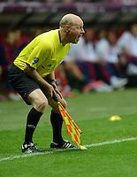 FUSSBALL  EUROPAMEISTERSCHAFT 2012   VORRUNDE Polen - Russland             12.06.2012 Linienrichter Jan-Hendrik Salver