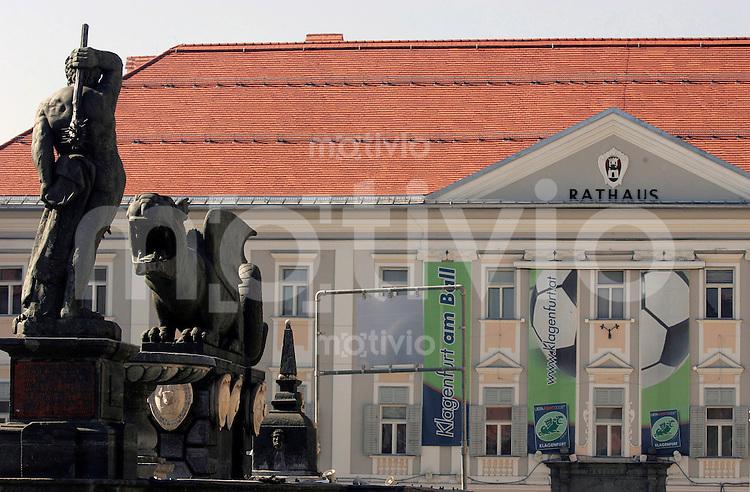 FEATURE, Fussball EM 2008, Vorschau, 15.10.2007,Das Klagenfurter Rathaus (rechts) mit dem Lindwurm (links), /Schaadfoto PUBLICATION NOT IN AUT