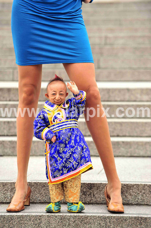 **ALL ROUND PICTURES FROM SOLARPIX.COM**.**WORLDWIDE SYNDICATION RIGHTS**.The world's smallest man He Pingping from China's Mongolia region, who stands at 74.61cm Tall and the women with the longest legs in the world Svetlana Pankratova from Russia, pose for a Guinness world records photocall in London, UK today. 16th September 2008..This pic: He Pingping and Svetlana Pankratova..JOB REF: 7350 STN       DATE: 16_09_2008.**MUST CREDIT SOLARPIX.COM OR DOUBLE FEE WILL BE CHARGED* *UNDER NO CIRCUMSTANCES IS THIS IMAGE TO BE REPRODUCED FOR ANY ONLINE EDITION WITHOUT PRIOR PERMISSION*