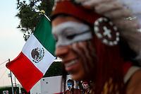 Quer&eacute;taro, Qro. 03 de Mayo 2013. - En el D&iacute;a de la Celebraci&oacute;n de la Santa Cruz, danzas de apaches y concheros bailaron en el atrio del convento de la Santa Cruz de los Milagros que se ubica en el Antiguo Cerro del Sangremal, del barrio de la Cruz.<br /> <br /> <br /> Foto: Yunu&eacute;n Avil&eacute;s / Agencia Colectivo Obtura.<br /> <br /> ______________<br /> ______________<br /> ** No Se Permite Hacer Archivo** <br /> Todas las im&aacute;genes est&aacute;n protegidas por &copy;Copyright Obtura Fotografos, ninguna im&aacute;gen puede ser utilizada sin autorizaci&oacute;n previa del autor y editor de www.obturafotografos.com .<br />  <br /> **Datos Obligatorios Credito y fuente** <br /> Por favor contactenos para saber el precio y las condiciones de uso.