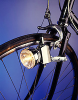 BLOCK GENERATOR POWERS BICYCLE LAMP<br />