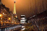 Southern side of the gardens along rue de l'Universite, Quai Branly Museum, 2007, by architect Jean Nouvel, Paris, France, showing surrounding buildings with the Eiffel Tower in the background. Picture by Manuel Cohen.